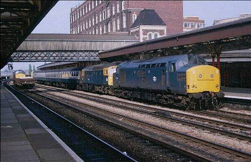 33013 + 37254 terminate at plat.1 Newport, 12.10 PH-Cdf