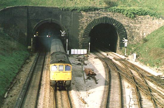 33016 Hillfield Tunnel, Newport, 19/4/85. Westbound at Gaer Jcn.