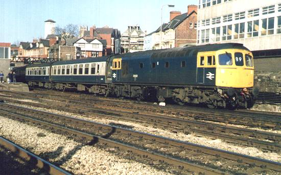 33023 departs Newport a morning '89' service.