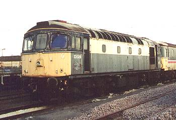 33026 at Eastleigh  8-6-01  photo P.Llewellyn