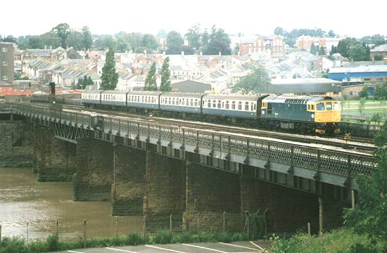 33046 takes out an afternoon service, Bristol bound. 29/6/85