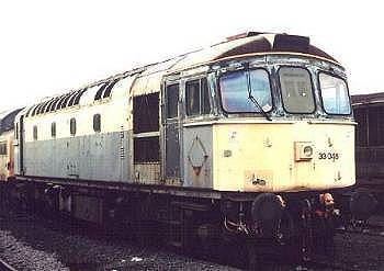 33046 at Eastleigh - 8-6-01  photo P.Llewellyn