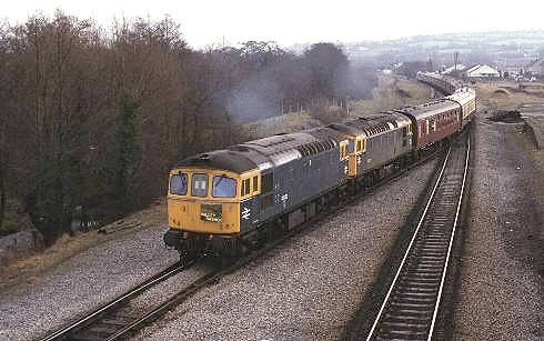 At Nelson & Llancaiach, 33062 leading 33025 1Z38 Finsbury - Welsh Valleys, 28/2/87