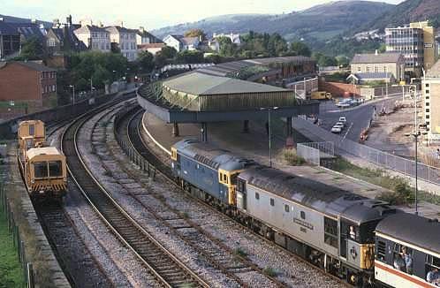 33106+33116 trail on the rear att Pontypridd, ex-Cwmbargoed 21/10/95