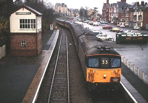 33109 arrives in Llandrindod Wells 19/11/94 'Sugar Loafer'