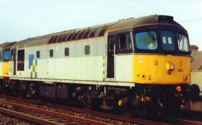 33063 in the early 90's. She wore these colours from 1989 after the overhaul in Eastleigh until withdrawal in 1995 - photo D.Robinson